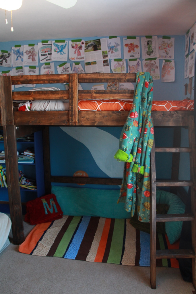 Boys room decor and l shaped loft bed for Loft net bed